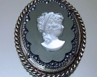 Crown Trifari Necklace Cameo Black Glass Signed Unusual Vintage