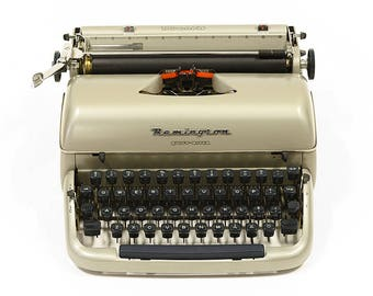 Portable typewriter Remington Quiet Riter in great condition. Made in Great Britain 1961. Including carrying case.