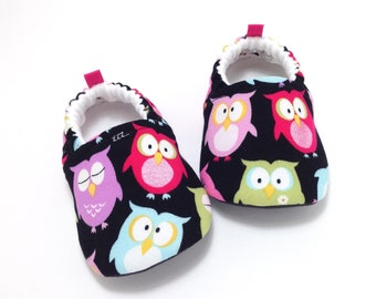 Owl Baby Shoes, Soft Sole Baby Shoes, Black Baby Booties, Baby Shower Gift, Toddler slippers, baby girl shoes, baby moccasins, owl baby gift