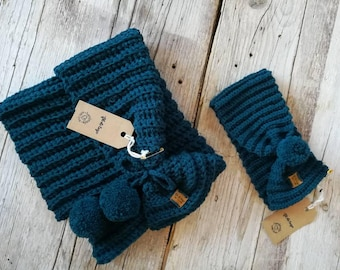 Set for baby knitted and hair band