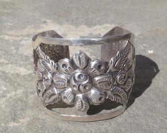Taxco Silver,Vintage Maciel Repousse Floral Cuff,Taxco Mexico Sterling Bracelet,Silver Maciel Flower Cuff Jewelry,Taxco Silver Cuff Bracelet