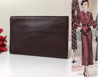 30's Classic Standard Brown Leather Clutch