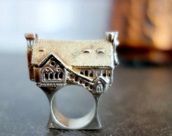 VINTAGE HANDCRAFTED UNIQUE Silver House Ring Poison Secret Locket Castle