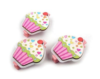3 mini clothespins cupcakes