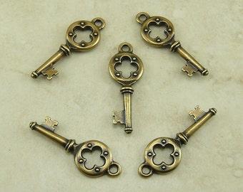 5 TierraCast Quatrefoil Vintage Style Key Charms * Brass Ox Plated Lead Free Pewter - I ship internationally 2338
