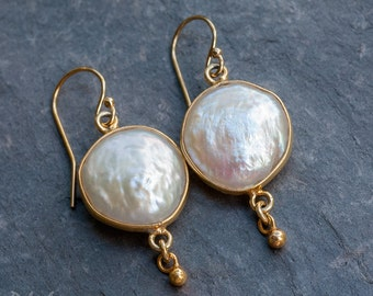 White Coin Pearl Earrings, Drop Earrings, Bridal, Wedding Jewelry, Bridesmaid Gift, White and Gold, Mid-Century Modern, Freshwater Pearls