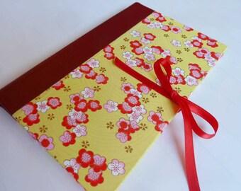 Cahier Journal mettant en vedette jaune japonais chiyogami couvre