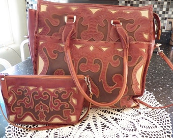 Tooled Leather 2 PC Tote and Matching Wristlet Handbag in Multitone Brown Leathers Detachable Adjustable Shoulder StraP Made in Paraguay