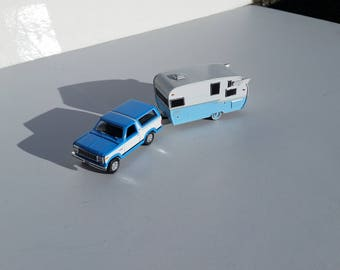 1980 Bronco XLT Towing A 1961 Shasta Airflyte Travel Trailer 1/64 Die Cast Metal Adult Collectible Model Truck And Camper Trailer Set