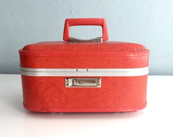 Vintage Red Train Case, Small Suitcase, Vintage Luggage, Cosmetic Case, Makeup Case, Overnight Case, Vintage Suitcase, Valise