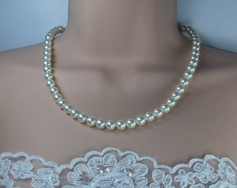Swarovski pearl single strand necklace.Choice of wonderful lustrous colours.Classic and timeless design.Perfect for any occasion.
