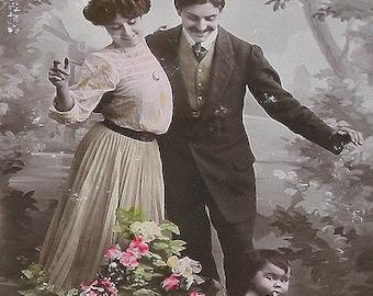 carte postale avec Français des années 1900, chou patch bébé avec les parents, la vraie photo, Sepia CPPR.