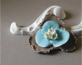 Large flower of cold porcelain 2 tones