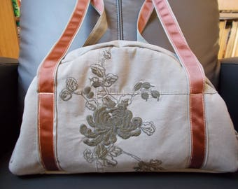 Embroidered Sports bag made of recycled canvas