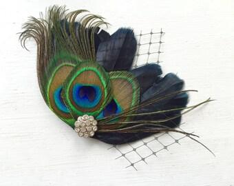 Noir de MICHELLE et pièce de cheveux mariée plume de paon et voile noir pince à cheveux, plume Fascinator, naturel