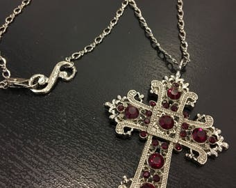 Small renaisance cross necklace
