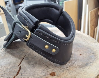 Gorget / Black / Waxed Leather