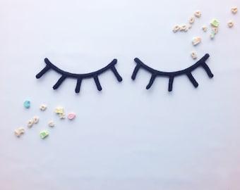 Sleepy eyes - woolen shape | Wall decoration
