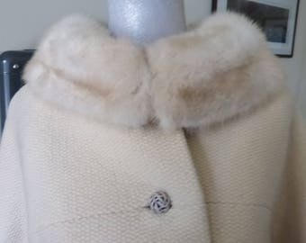 Beautiful Vintage 60s White Wool with White Mink Collar Excellent Shape Size 8