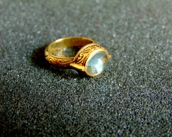 Stunning vintage 18 gold and aqua marine ring for women-Engraved 18k gold women's ring-Aqua marine statement ring-Artisan jewelry-Greek art