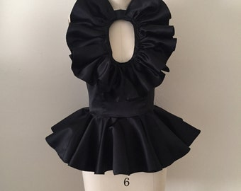 Ruffle top with keyhole