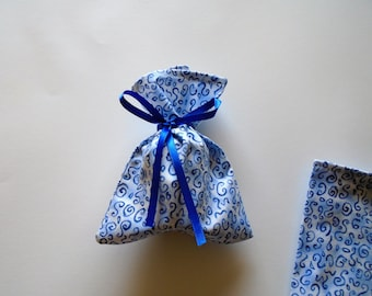 Cloth Gift Bags, Set of Six (6) fun party bags, Fun Blue and White Print, Cloth bags, party bags, gift bags
