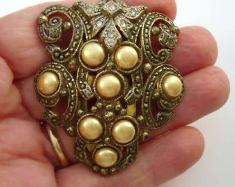 Large faux pearl thirties dress clip
