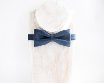 Retro navy faux leather bow tie