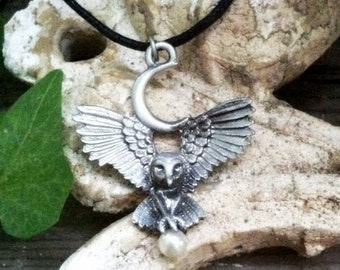 Owl Goddess Crescent Moon Pearl Pewter Pendant Wicca Celtic Pagan Amulet Talisman Occult Magick Wiccan Athena Wisdom Knowledge SCA LARP