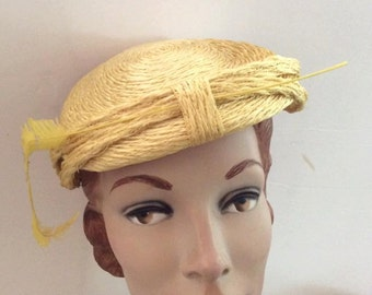 Vintage 1940s 1950s Hat Yellow Straw Feather
