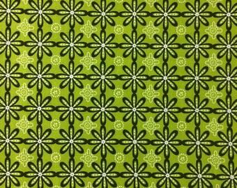 Geometric Flowers in Green/Black/White - Cotton fabric - 1/2 yard