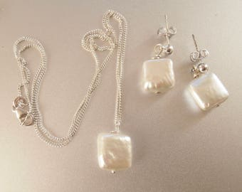 Fresh water Pearl Necklace and earring set- White pearls- wedding jewelry- Classic pear jewelry