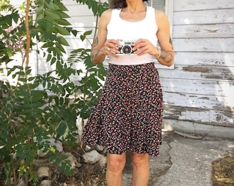 Vintage 90s skirt,pleated,floral,flowers pattern,summer,grunge,short,pretty,feminine,cute,high waist,made in USA,Small,boho,hippie,babydoll
