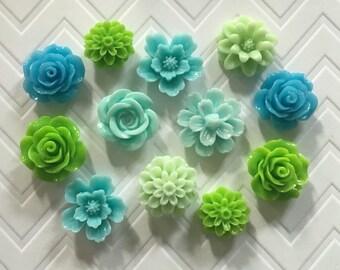 Flower Thumbtacks or Magnets Set of 12 - (#192) dorm decor, hostess gift, weddings, bridal shower, baby shower, gift, teacher gift