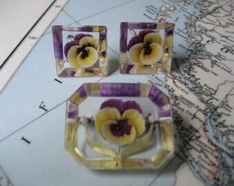 BOGO 40% OFF // Vintage Lucite Brooch and Earring Parure - Yellow & purple pansies - Screw back earrings - Pin back brooch - Midcentury