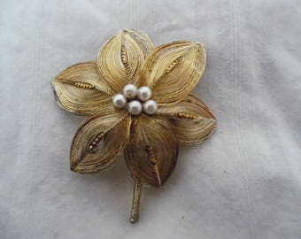 Vintage Wire Art Blossom Pin