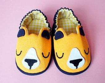 Bear Baby Booties, Elastic Baby Booties, Yellow Baby Booties, Fabric Baby Shoes, Prewalker Booties, Newborn Infant Booties, Honey Bear 07