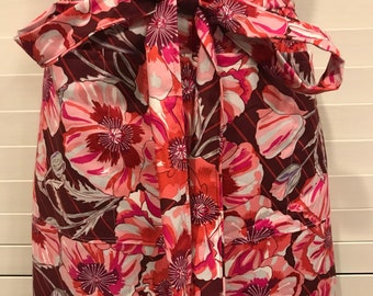 Half Apron pink and cranberry Hibiscus Apron / Large Hibiscus Flowers / Pink and Burgundy Hibiscus Half Apron with Pockets