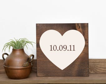 Wedding date sign Love sign Wedding sign Wedding decor Wedding gift Engagement sign Photo prop sign Custom wedding gift Country wedding