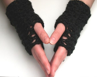 Fingerless Gloves Pattern PDF Crochet: Shells Short Fingerless Gloves