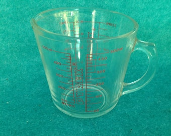 Pyrex Corning 2 Cup Measuring Cup Clear Glass With Red Graphics Chip to Base