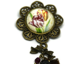 Floral brooch, pearls and chocolate Pompom