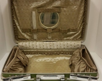 Vintage 1960's Green Samsonite Train Case also called an Overnight Bag or a Makeup Case