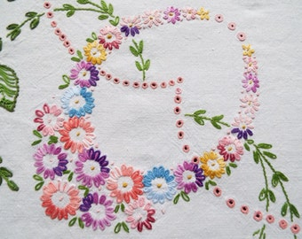 Vintage Linen Square Tablecloth. Hand Embroidered Flowers or Daisies In A Very Unusual Corner Design. Perfect For An Afternoon Tea Party