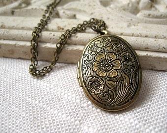 Brass Locket, Locket Necklace, Brass Locket Necklace, Floral Locket, Floral Lockets, Antique Brass Jewelry, Antique Brass Necklace, Floral