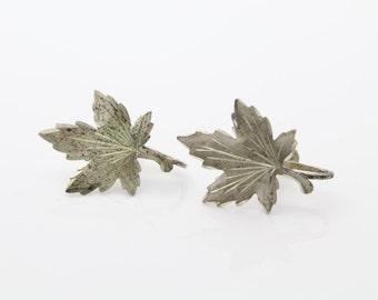 Vintage Sterling Silver Maple Leaf Screwback Earrings w Engraved Details Signed. [555]