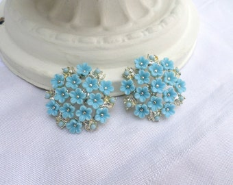 1950s Blue Floral Signed Coro Clip On Earrings / Silver Tone And Powder Blue / Round Earrings / Floral Jewelry / Vintage Costume Jewelry