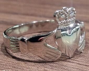 Medium Claddagh Ring