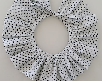 Col pierrot with pretty knot (removable)