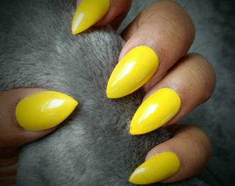 Yellow Stiletto Nails, Handpainted False Nails, Press on Nails, Yellow Nails, Causal Nails, Instant Manicure, Neilsnailz